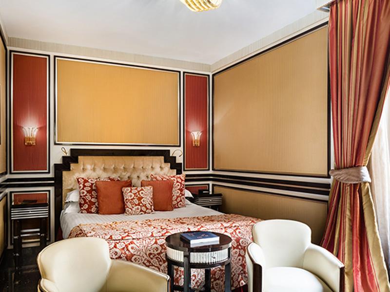 Baglioni_Hotel_Regina_Deluxe_Room_34