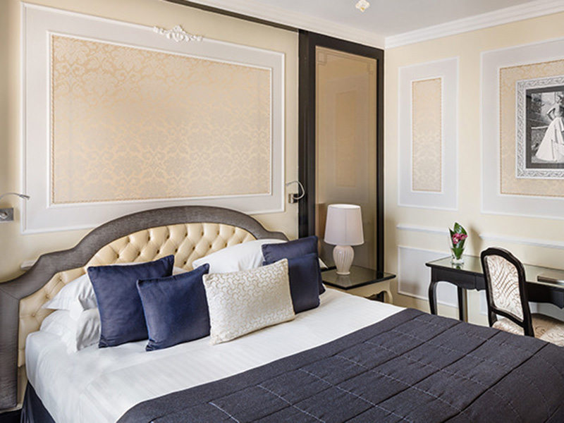 Baglioni_Hotel_Regina_Junior_Suite_24-720x450