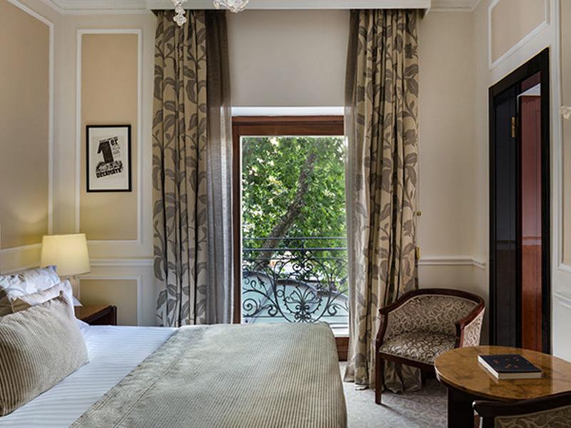 Baglioni_Hotel_Regina_Superior_Room_24-720x450