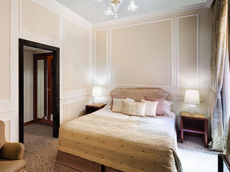 Baglioni_Hotel_Regina_Superior_Room_34