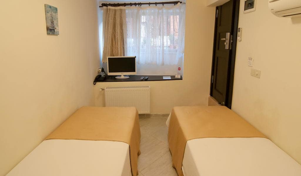Basic Twin Room 2-min