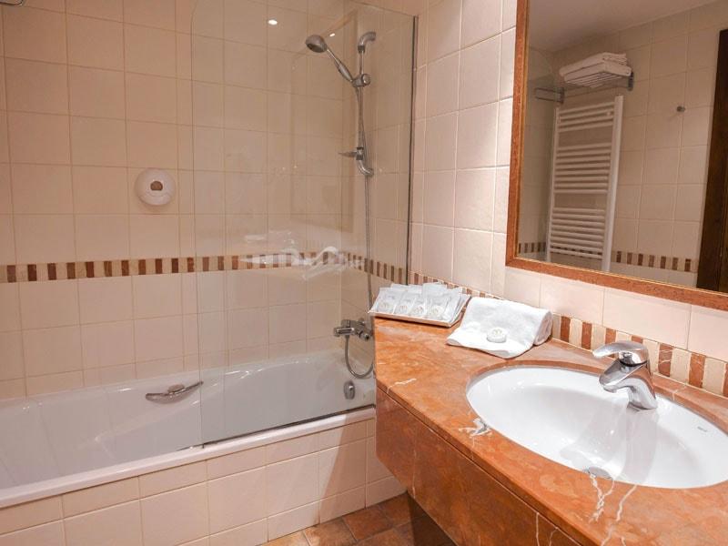 Bathroom 1-min