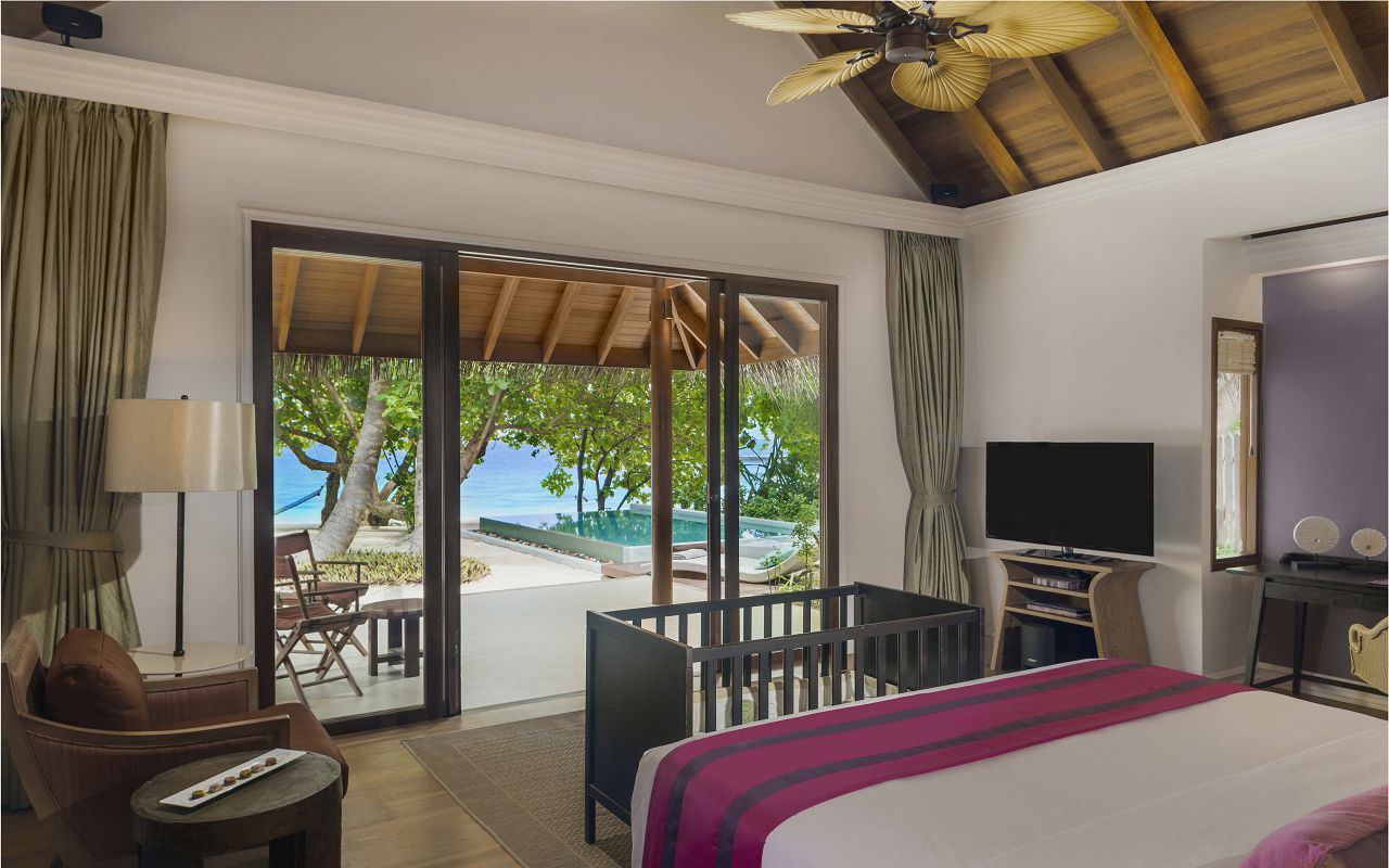 Beach Deluxe Villa With Pool - with Baby Cot