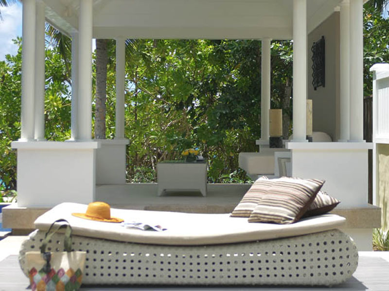 Beachfront Pool Villa4