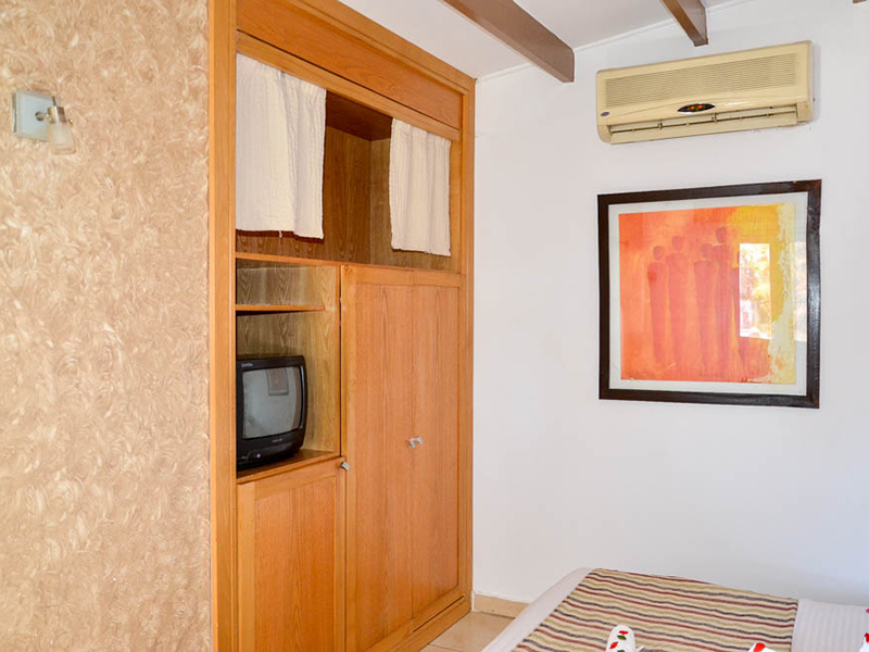 Bungalows Room (6)