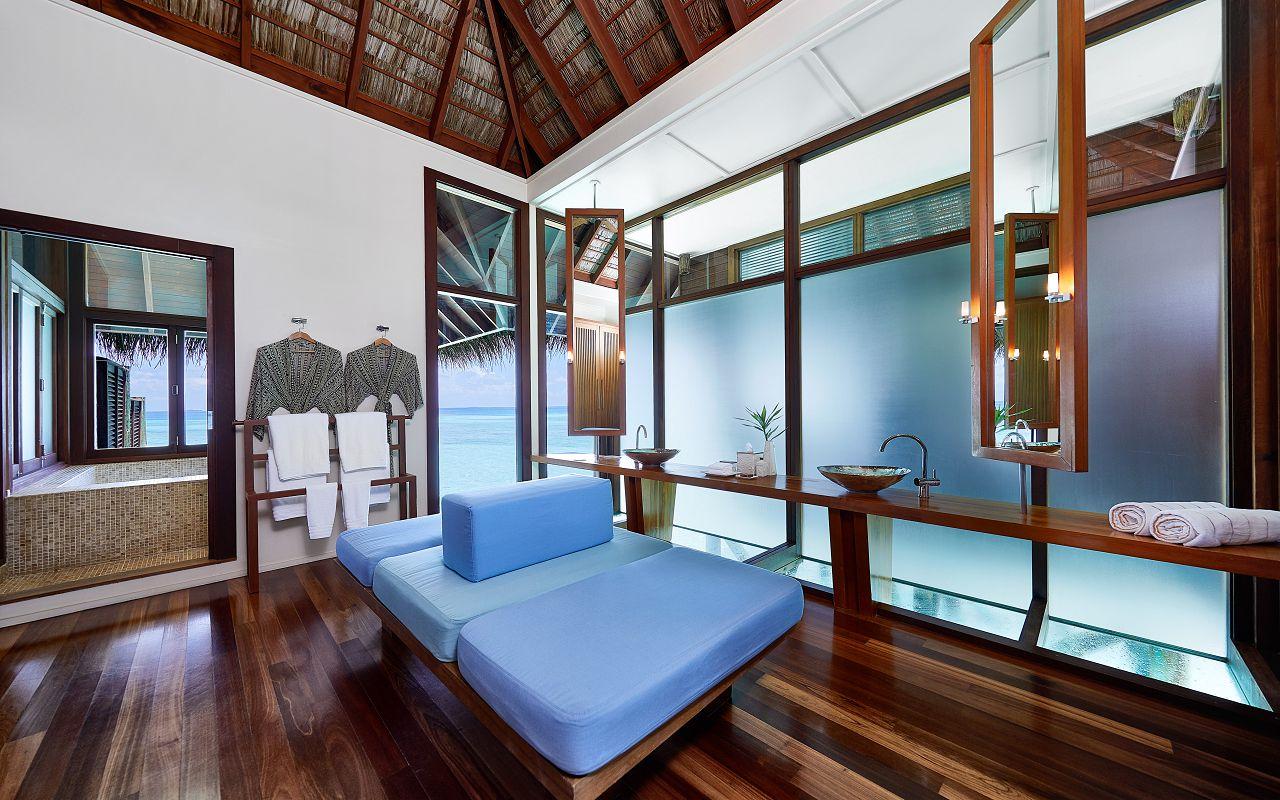 CONRAD MALDIVES RANGALI ISLAND_Villas_2-Bedroom Grand Water Villa Bathroom_credit Justin Nicholas hi-res (2)
