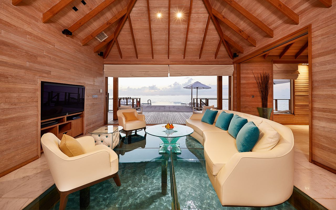 CONRAD MALDIVES RANGALI ISLAND_Villas_Sunset Water Villa Living Room_credit Justin Nicholas hi-res -