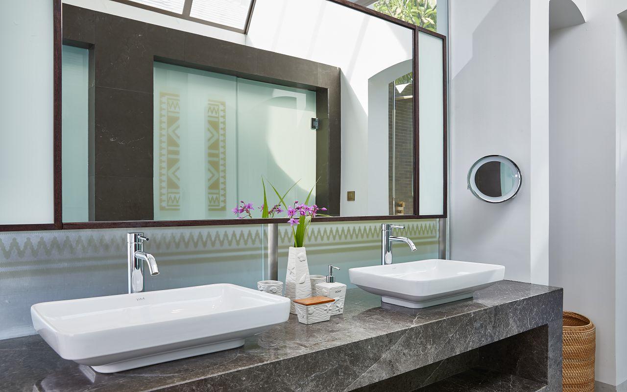 CONRAD MALDIVES _Deluxe Beach Villa_Bathroom_credit Justin Nicholas - hi-res