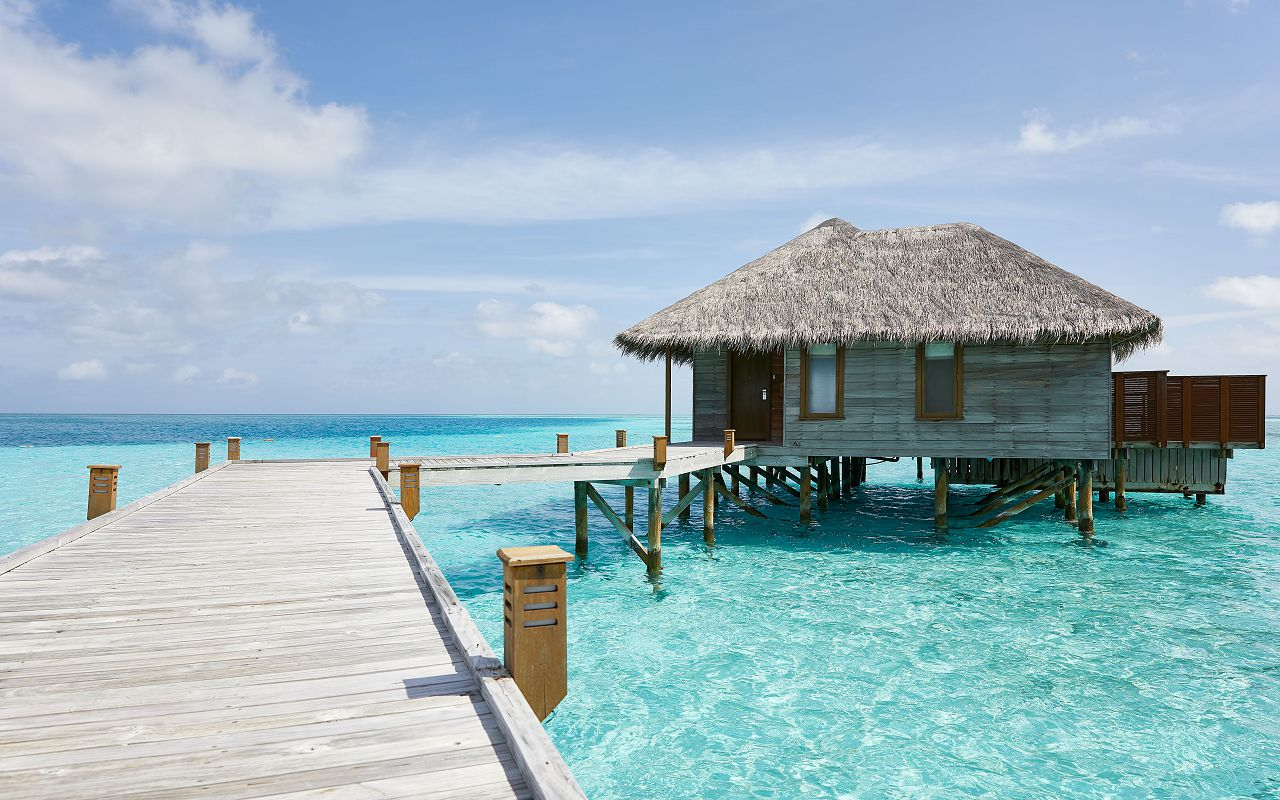 CONRAD MALDIVES _Extrernal_Deluxe_Water Villa_Deck_Day_credit Justin Nicholas - hi-res (3)