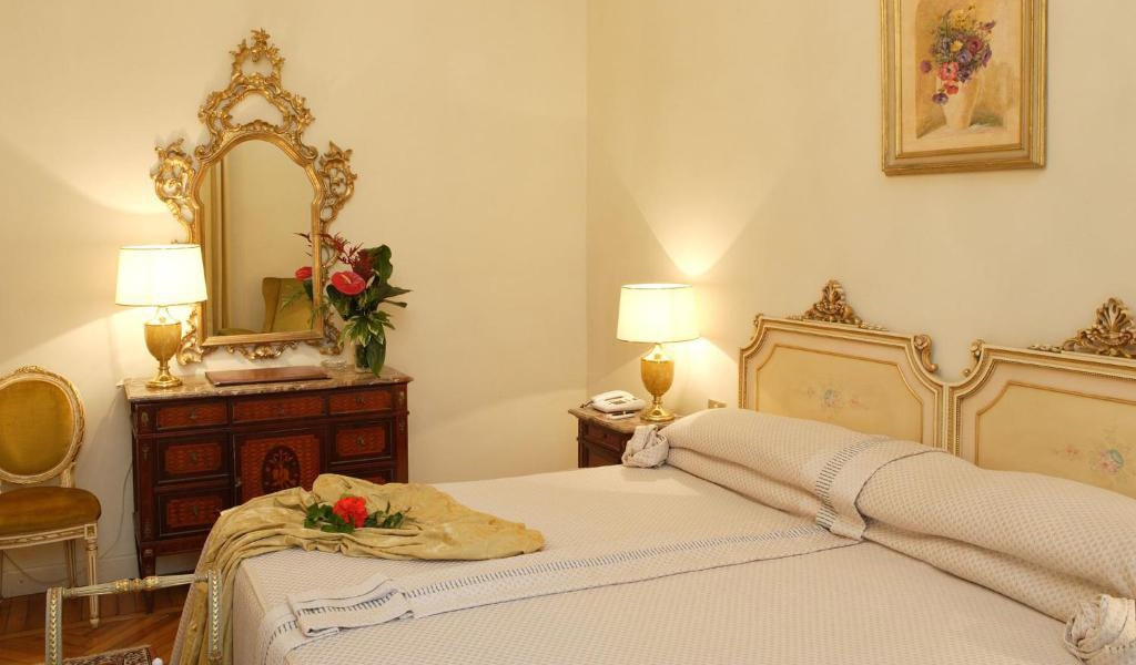 Classic-Double-Room-with-Spa-Access-2-min