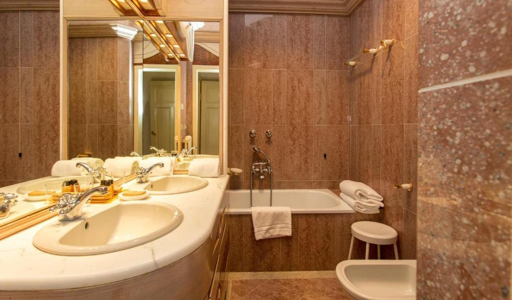 Classic-Double-Room-with-Spa-Access-3-min