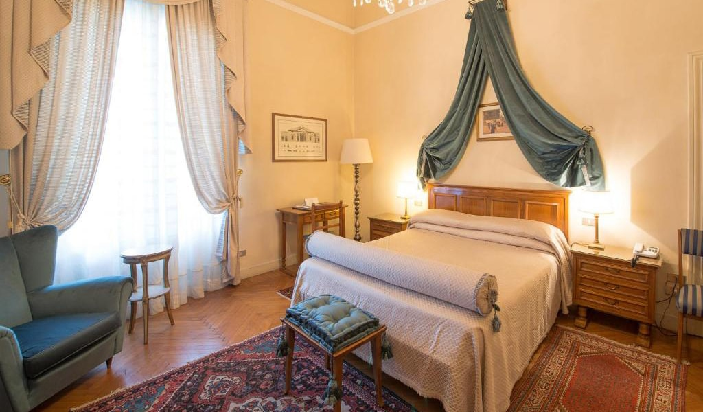 Classic-Double-Room-with-Spa-Access-4-min