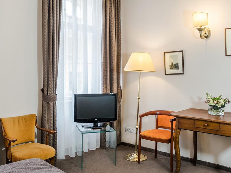 Classic Elegant Room3