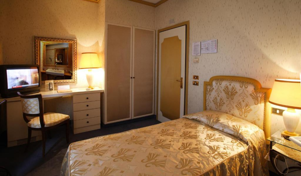 Classic-Single-Room-min