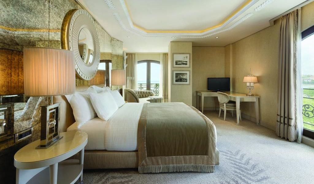 Corner Double Room with Sea View 1-min