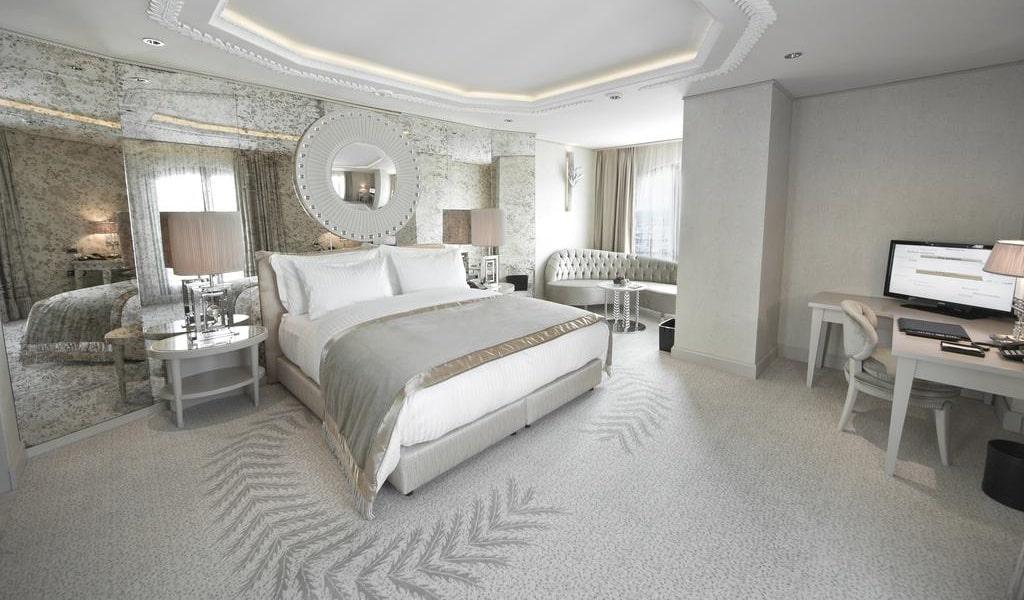 Corner Double Room with Sea View 2-min