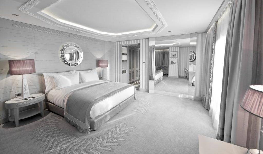 Corner Double Room with Sea View 3-min