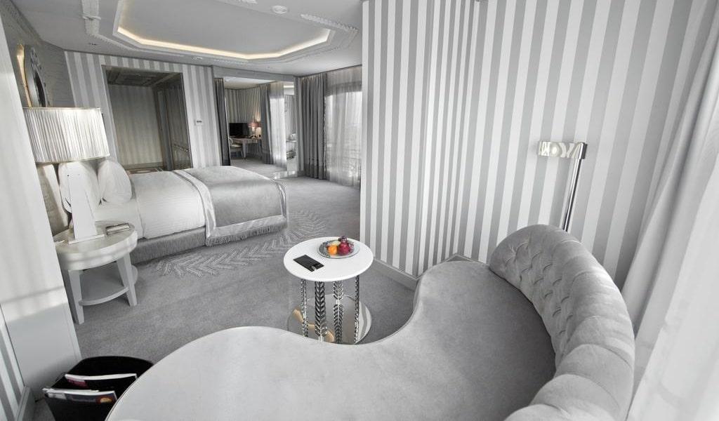 Corner Double Room with Sea View 4-min