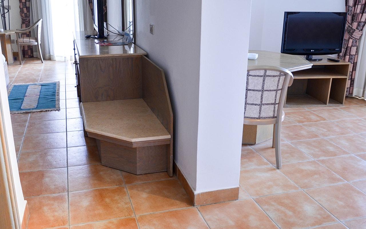 Corner Suite-min