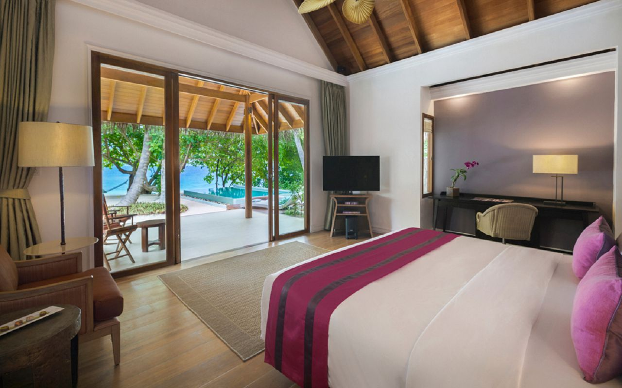 DTMD_Accom_Beach-Deluxe-Villa-With-Pool-Interior
