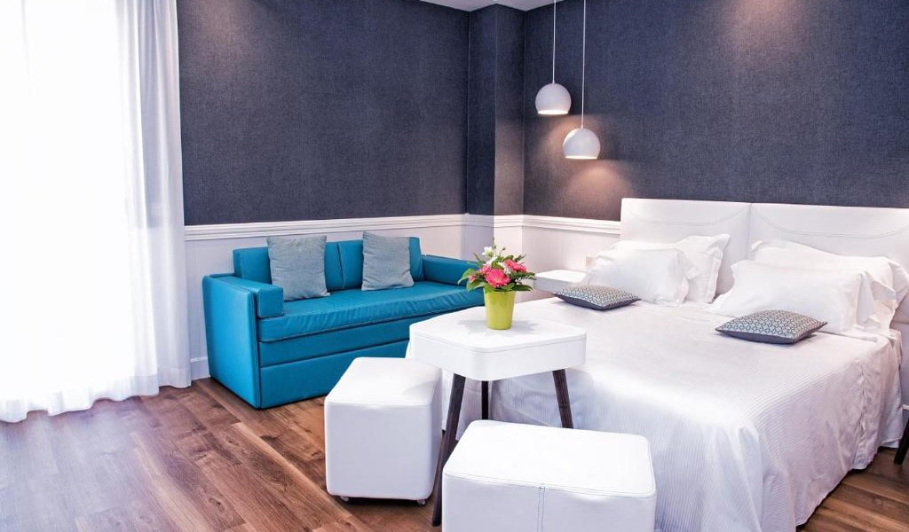 Deluxe-Double-Room-with-Balcony2-min