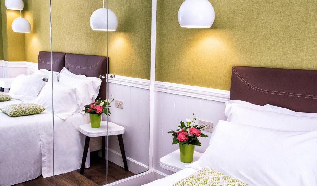 Deluxe-Double-Room-with-Balcony3-min