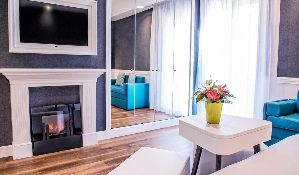 Deluxe-Double-Room-with-Balcony4-min