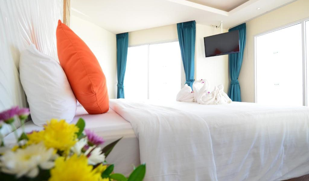 Deluxe-Double-Room-with-Partial-Sea-View-2-min