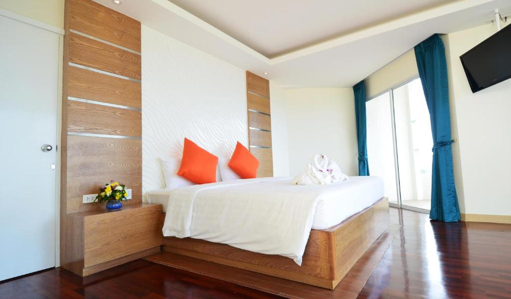 Deluxe-Double-Room-with-Partial-Sea-View-min
