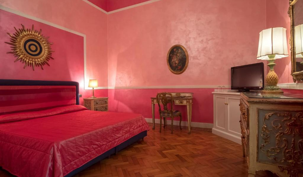 Deluxe-Double-Room-with-Spa-Access-2-min