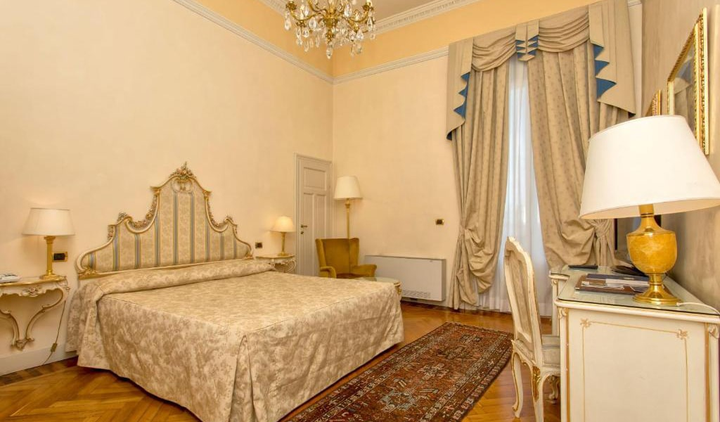 Deluxe-Double-Room-with-Spa-Access-min