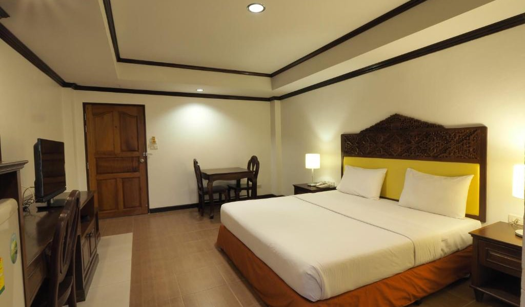 Deluxe-Double-or-Twin-Room-3-min