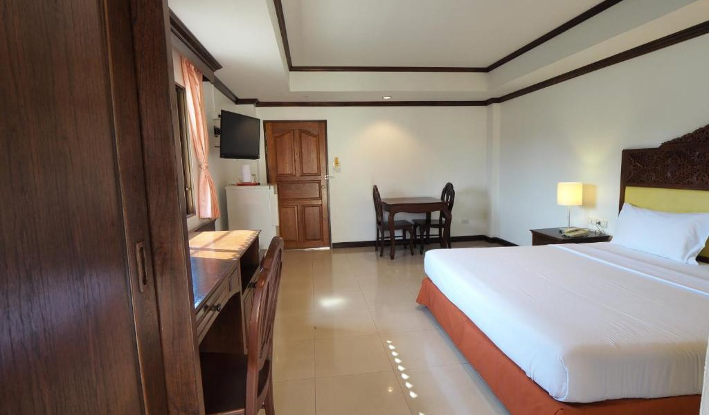 Deluxe-Double-or-Twin-Room-6-min