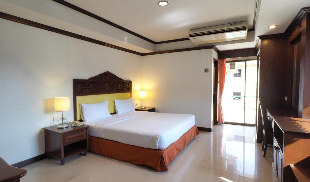 Deluxe-Double-or-Twin-Room-min