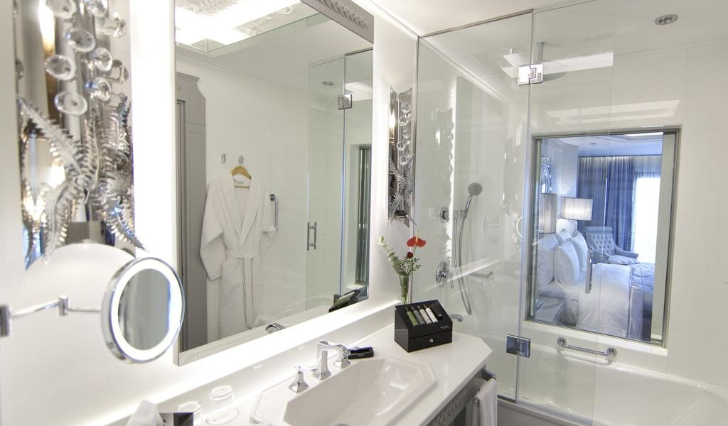 Deluxe Double or Twin Room with City View 2-min