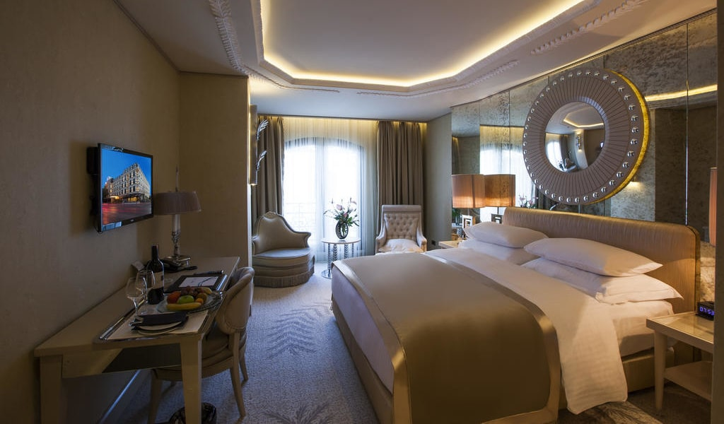 Deluxe Double or Twin Room with City View 3-min