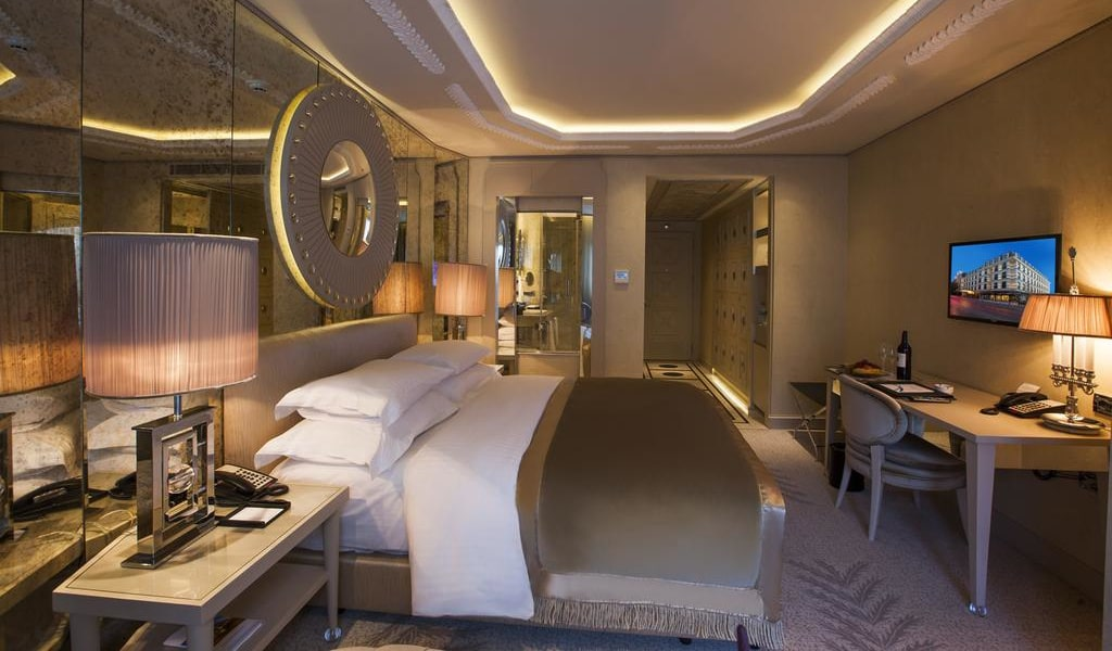 Deluxe Double or Twin Room with City View 4-min