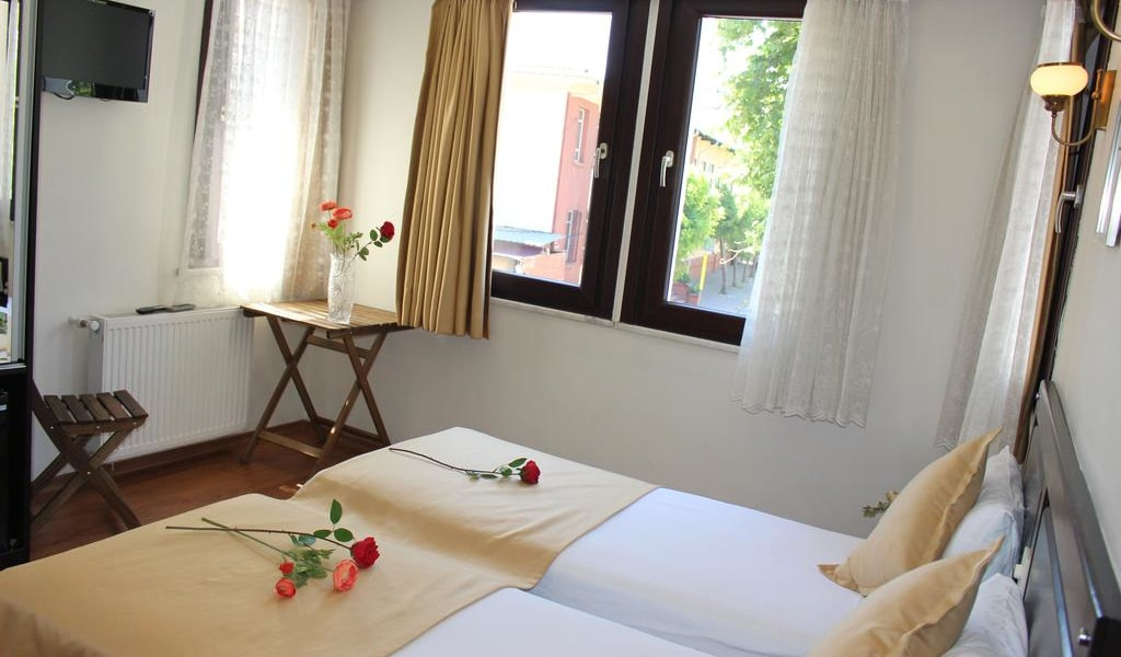 Deluxe Double or Twin Room with Garden View 1-min