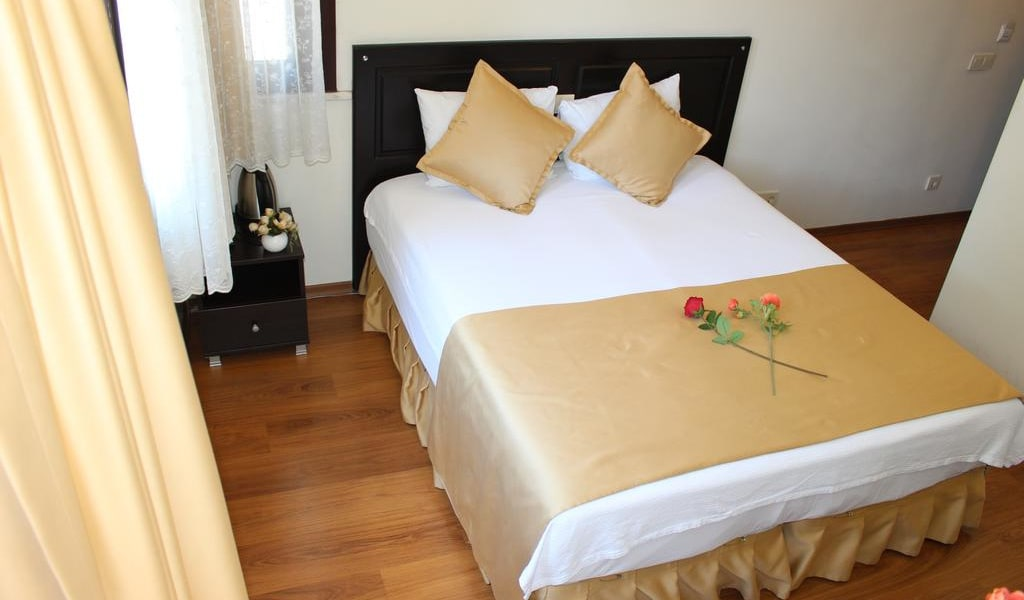 Deluxe Double or Twin Room with Garden View 3-min