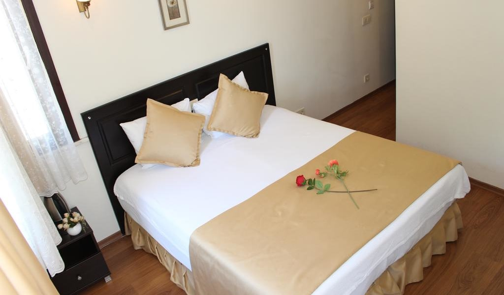 Deluxe Double or Twin Room with Garden View 5-min
