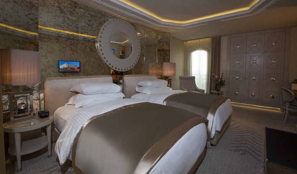 Deluxe Double or Twin Room with Partial Sea View 5-min