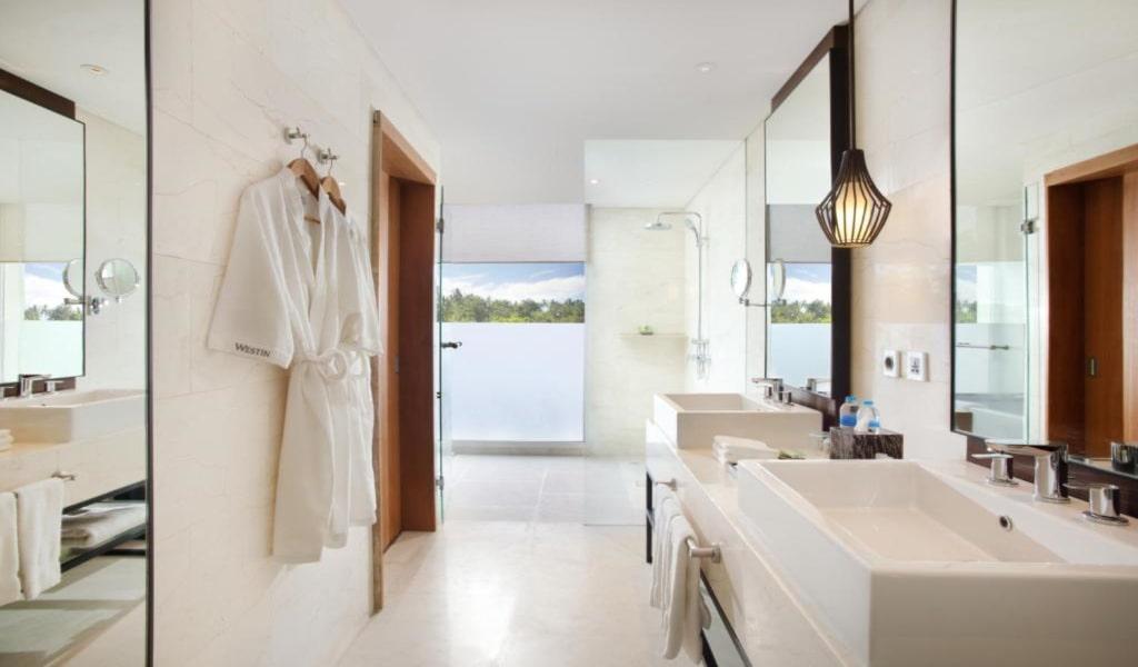 Deluxe, Guest room, 1 King, Garden view, Balcony 2-min