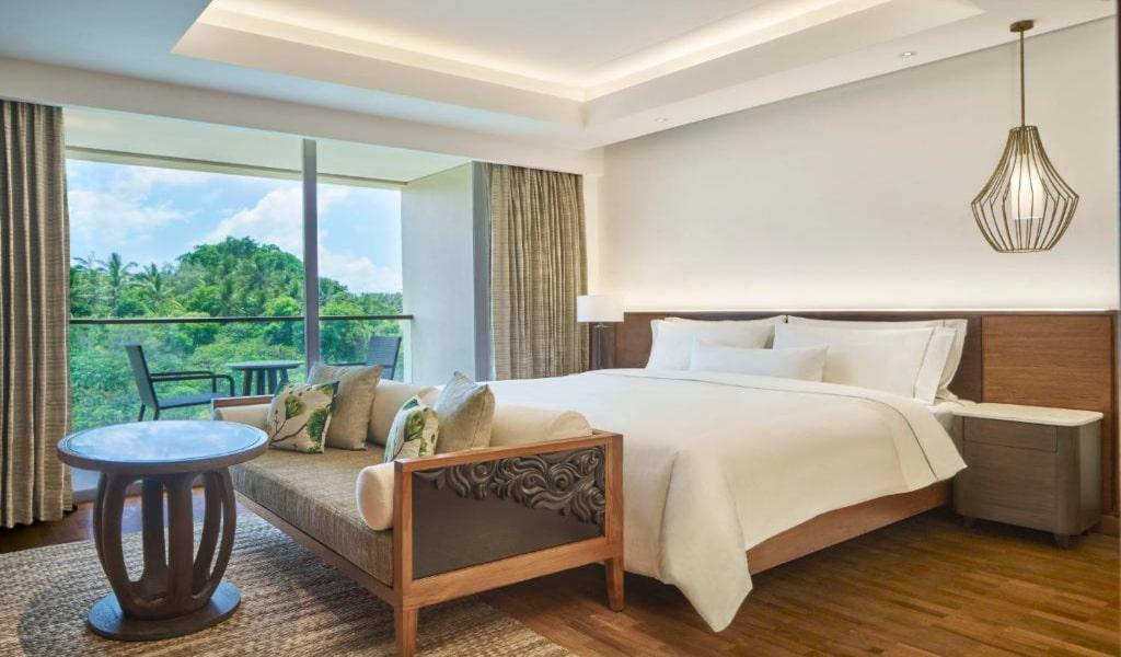 Deluxe, Guest room, 1 King, Garden view, Balcony -min