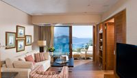 Deluxe Hotel Suites Sea View