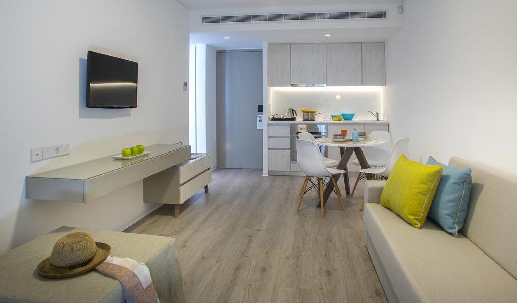 Deluxe-One-Bedroom-Suite-2-min