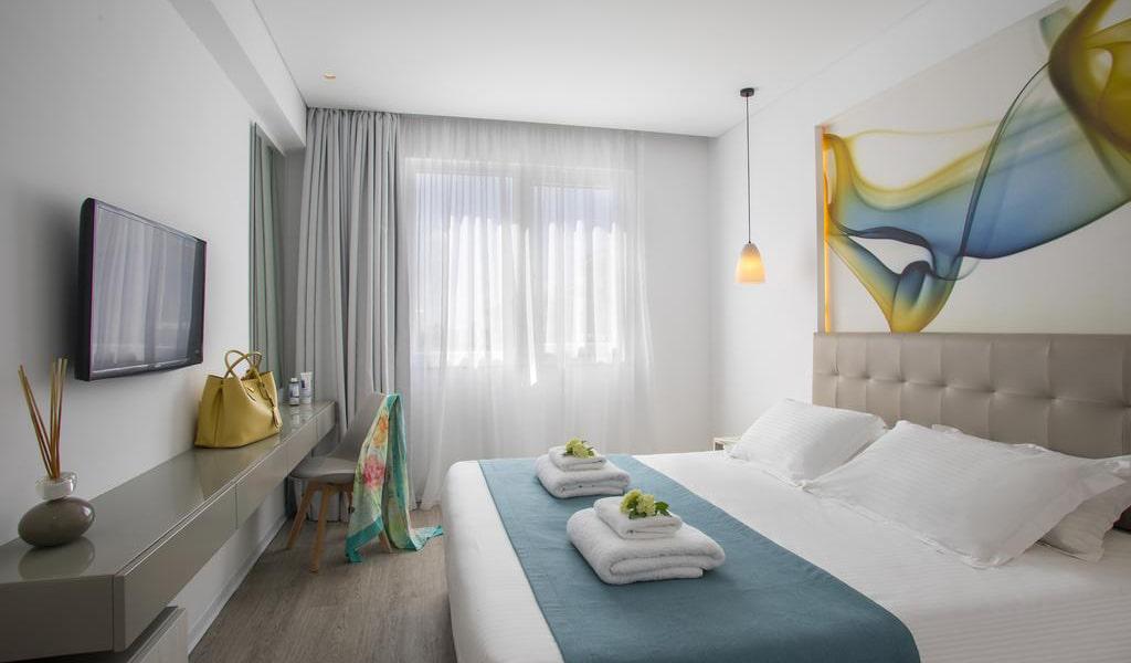 Deluxe-One-Bedroom-Suite-min