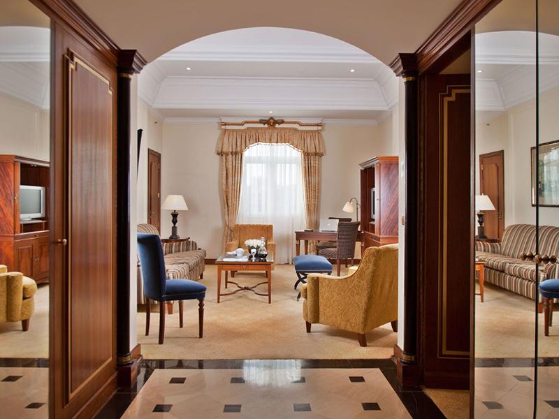 Deluxe Palácio Suites4