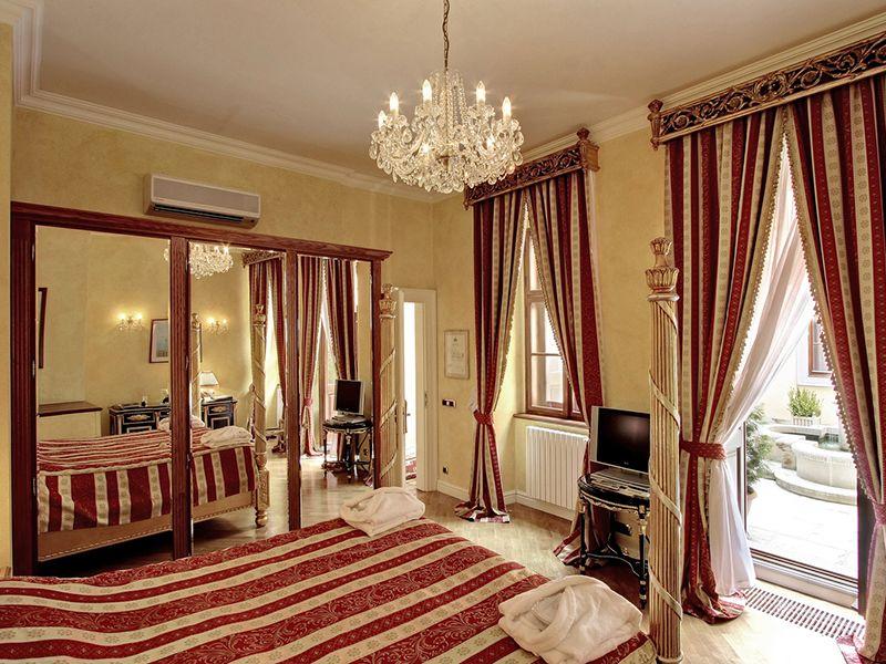 Deluxe Room with Queen Bed