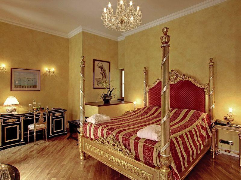 Deluxe Room with Queen Bed2