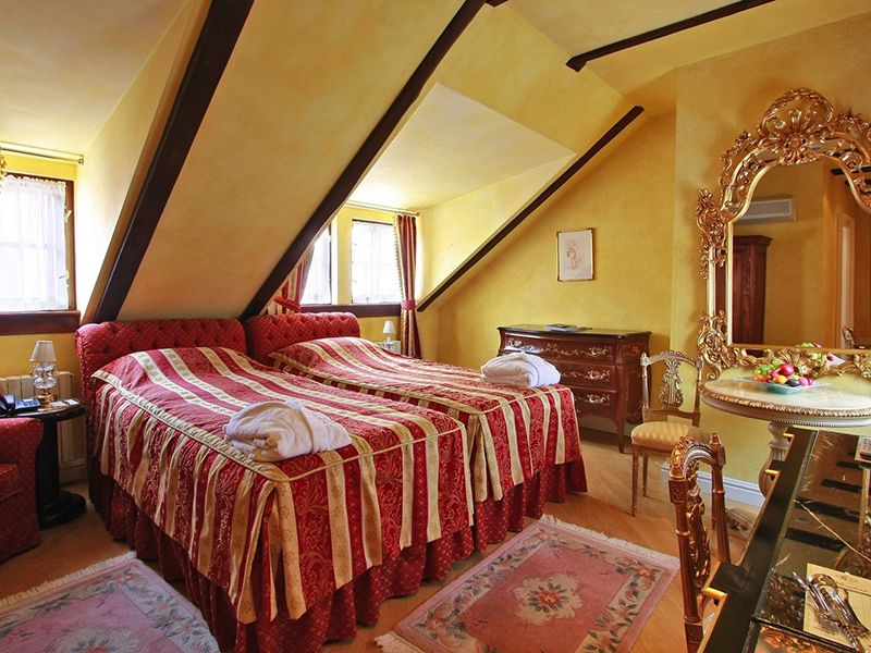 Deluxe Rooms with Twin bed2